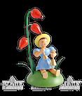 Blumenkind sitzend mit Hagebutte/Glocken