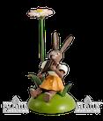 Osterhase sitz. mit Gänseblümchen / Panflöte
